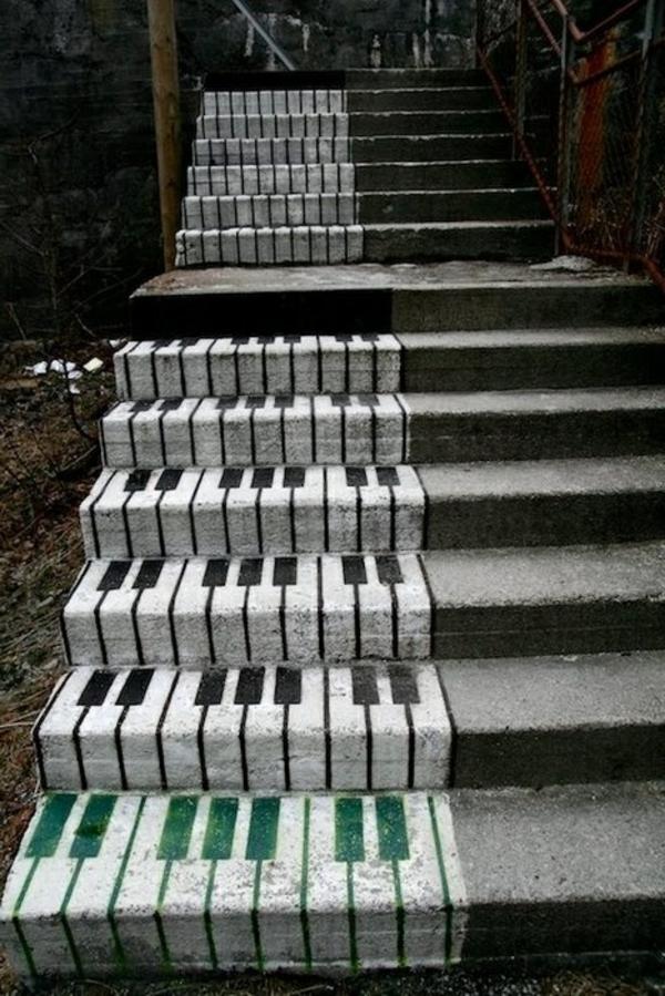 Piano-Treppen-auf-der-Straße