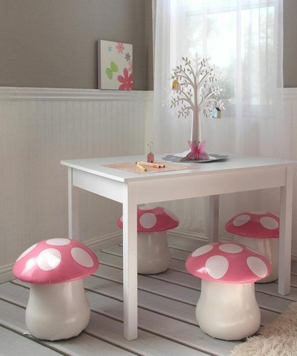 Pilzen-Kinderstühlöe-weißer-Tisch-Ideen