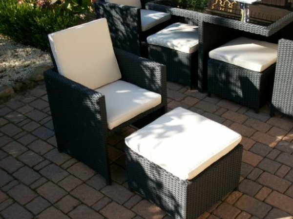 Polyrattan-Sitzgruppe-in-schwarz-Tisch--Sessel-Hocker-Idee