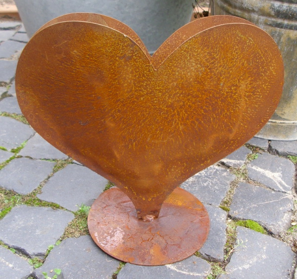 Rostige-Gartendeko-Herz-Design-Idee