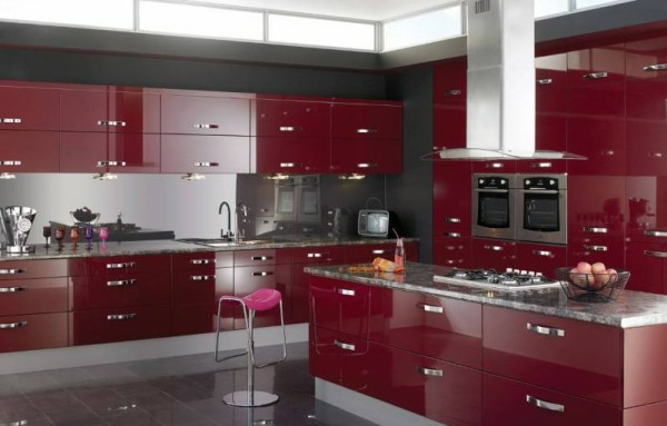 Rote-Küche-effektvolle-Küchengestaltung