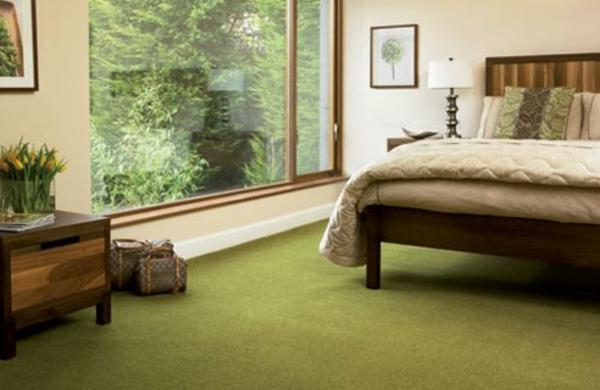 Schlafzimmer-Teppich-in-grüner-Farbe