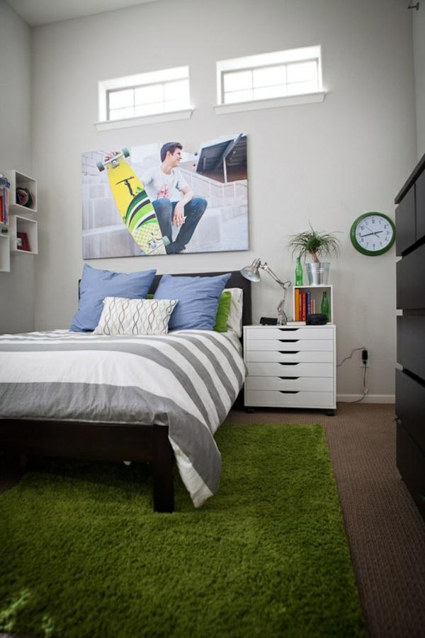 Schlafzimmer-mit-einem-grünen--Teppich