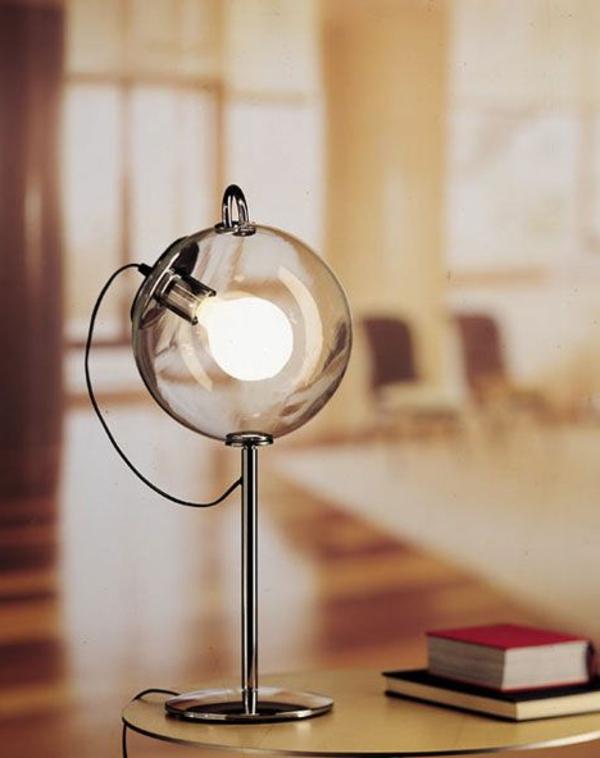 Schreibtischlampe-mit-kreativem-Design-Glaskugel