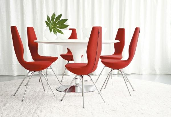 Speisezimmer-Designer-Möbel-rote-Stühle-weiße-Wände