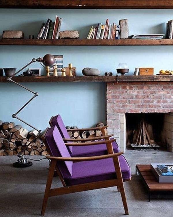 Stühle-in-lila-Farbe-im-Wohnzimmer