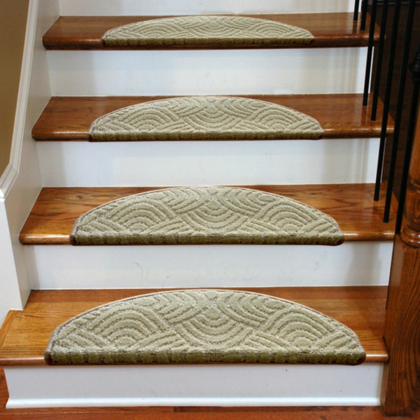 Teppich-Stufenmatte-Holztreppen-im-hause