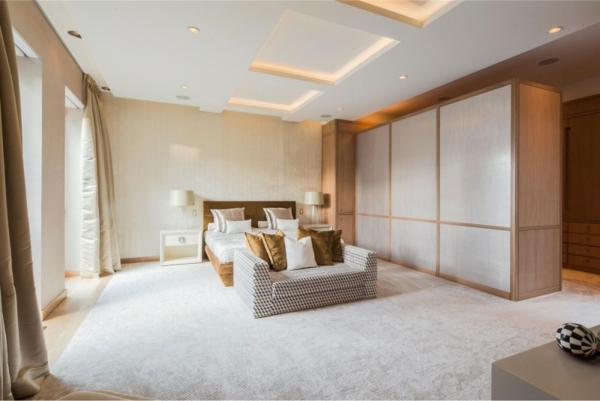 Teppich-in-Farbe-Weiß-im-Schlafzimmer