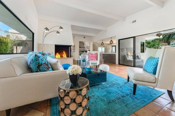 Teppich-in-Hellblau-Wohnzimmergestaltung-Idee