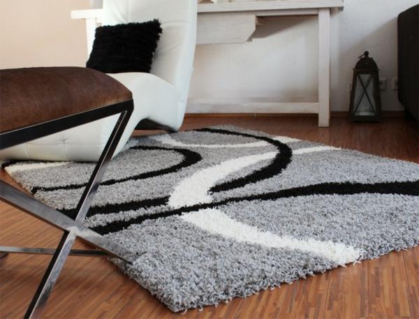 -Teppich-in-Schwarz-Weiß