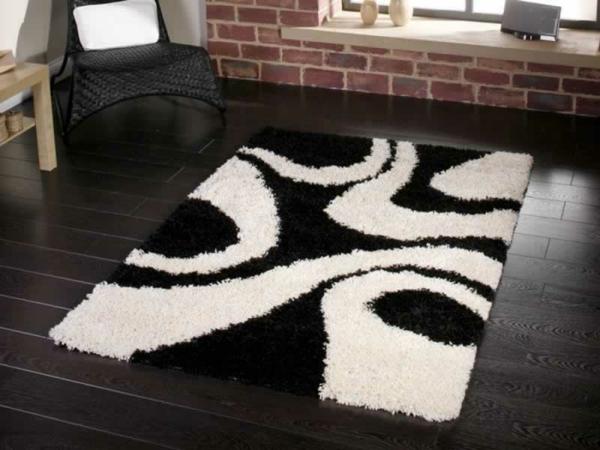 Teppich-in-Weiß-und-Schwarz-