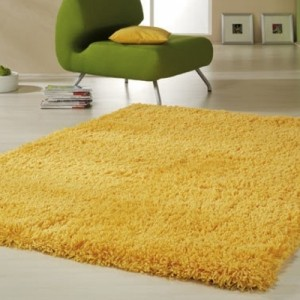 Gelber Teppich im Hause