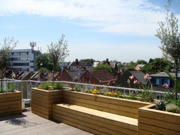Terrasse Gestalten Mit Holz : TerrasseaufdemDachgestaltenHolzbankDesignidee
