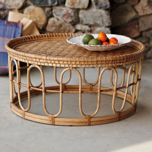 origineller Tisch aus Rattan mit schönem Design