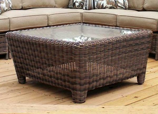 Der Rattan Tisch ist eine perfekte stilvolle Variate für die Wohnung ...