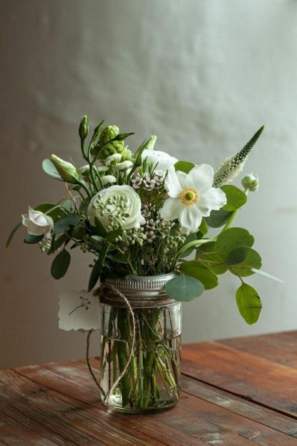 Tischdeko-Ideen-Blumen-Weiß-Grün