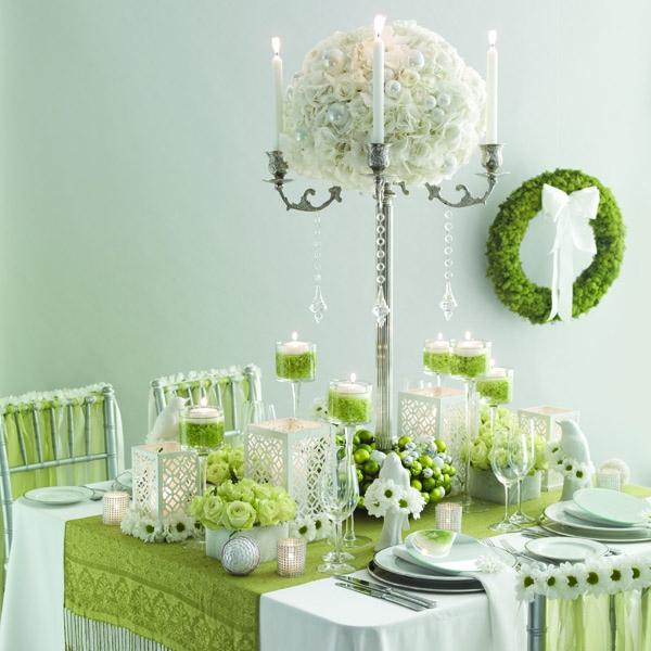 Tischdeko-in-weißer-und-grüner-Farbe-Kugelstrauß