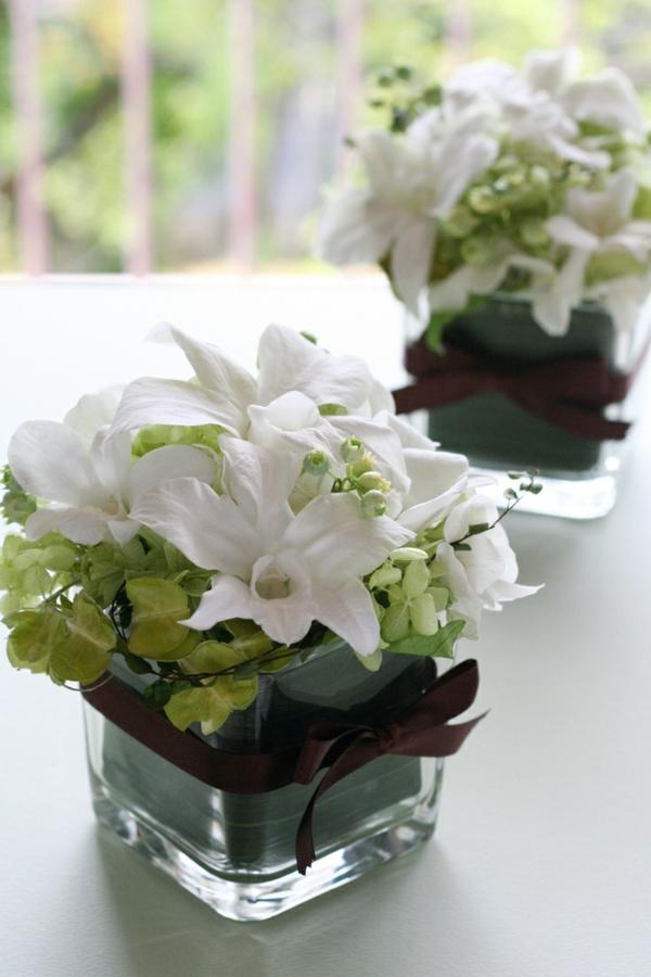 Tischdekoration-in-Grün-und-Weiß-Blumendeko