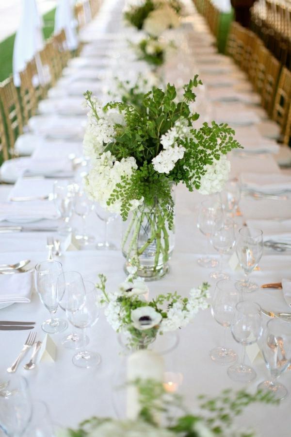 Tischdekoration-in-Grün-und-Weiß