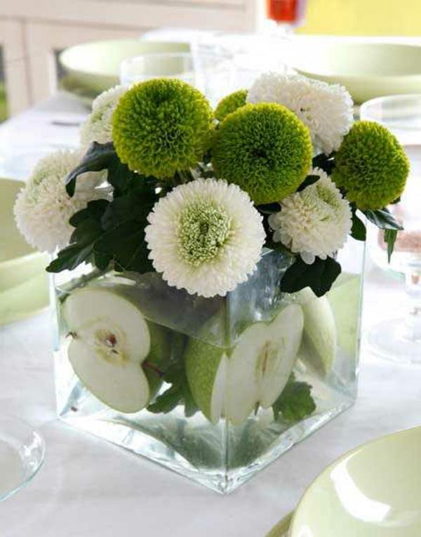 Tischdekoration-in-grüner-und-weißer-Farbe