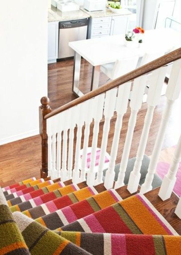tolle-Treppen-Teppich-in-bunten-Farben