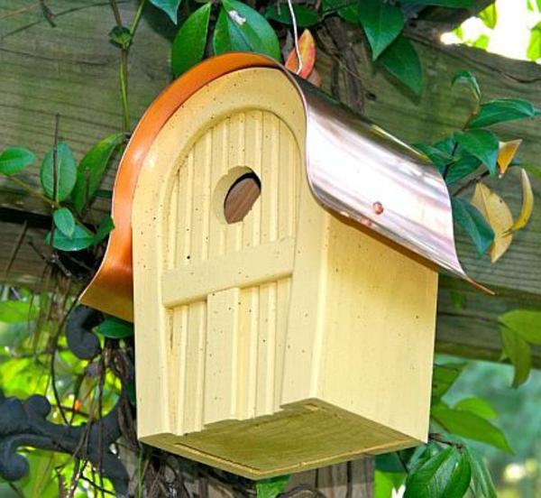 gelbes-haus-für-vögel
