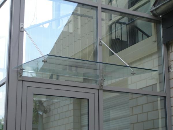 Vordach-aus-Glas-Eingang