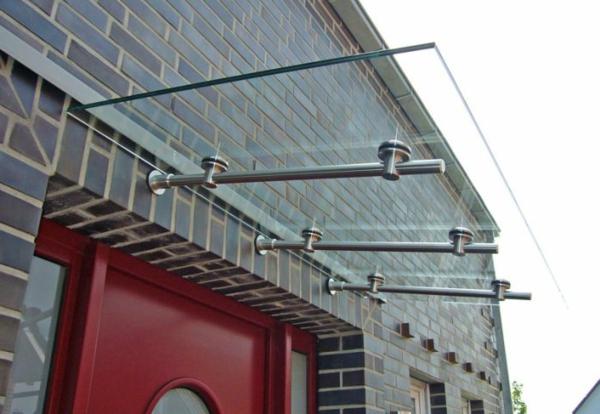 Vordach-aus-Glas-und-Edelstahl
