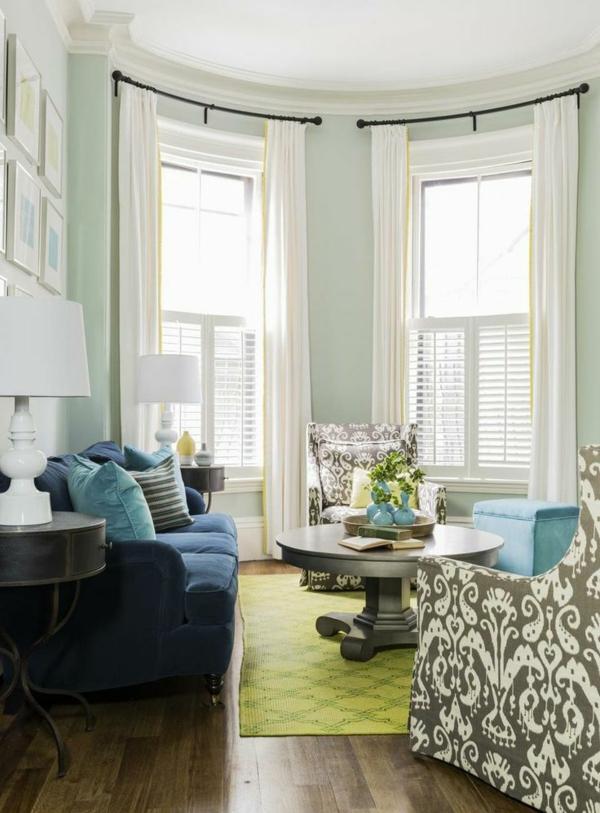 Wohnzimmer-im-Retro-Design-Teppich-in-Grün