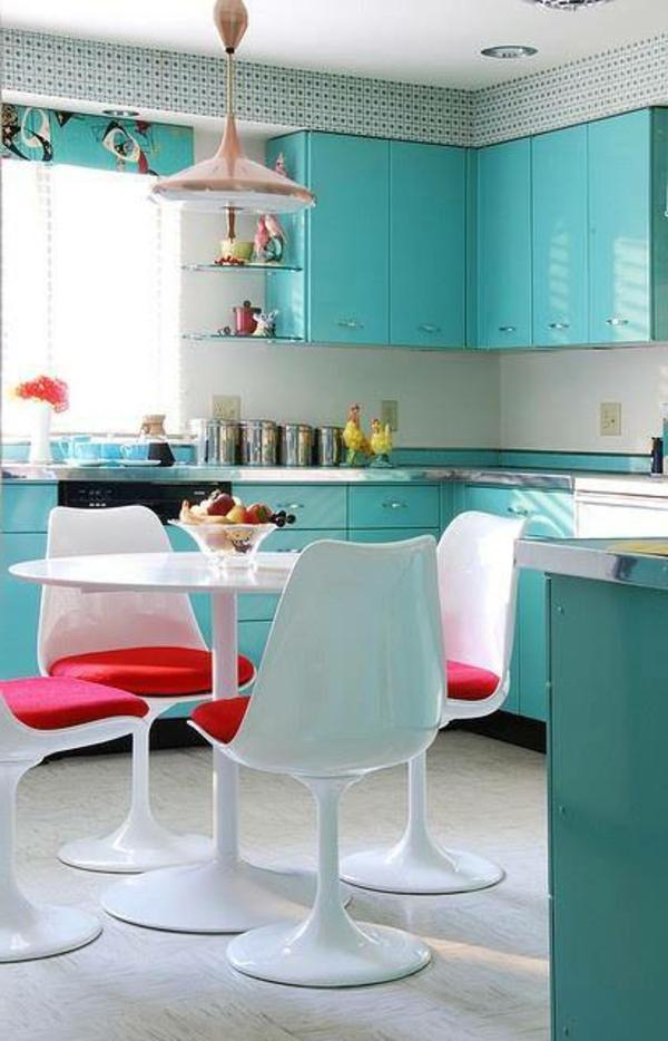 Wunderschöne-Küchengestaltung-in-Babyblau