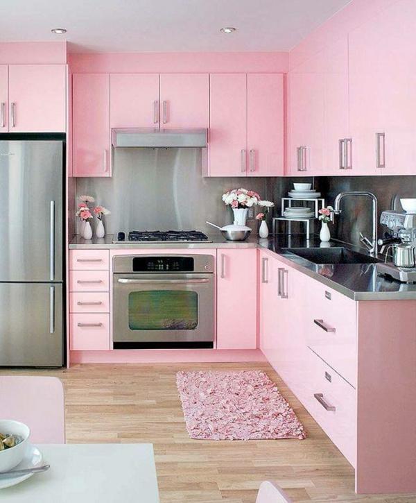 Wunderschöne-Küchengestaltung-in-Rosa