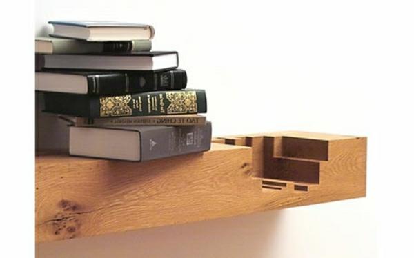 Bücherregal Design Aus Holz   Weiße Wand Dahinter