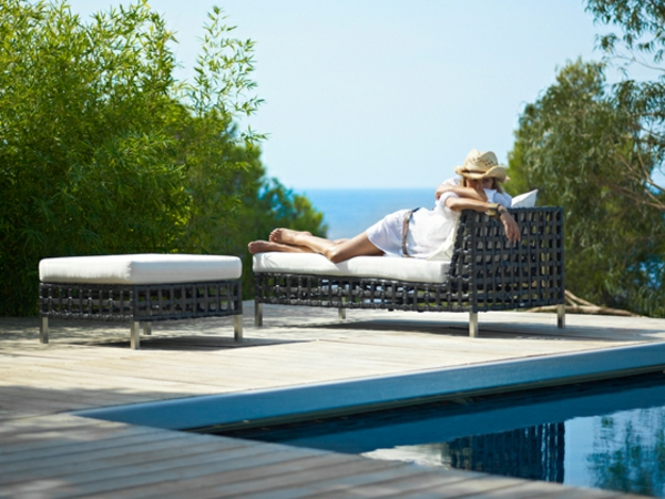balkon-lounge-möbel-eleganter-liegestuhl