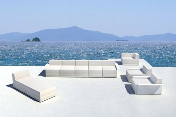 balkon-lounge-möbel-in-weiß