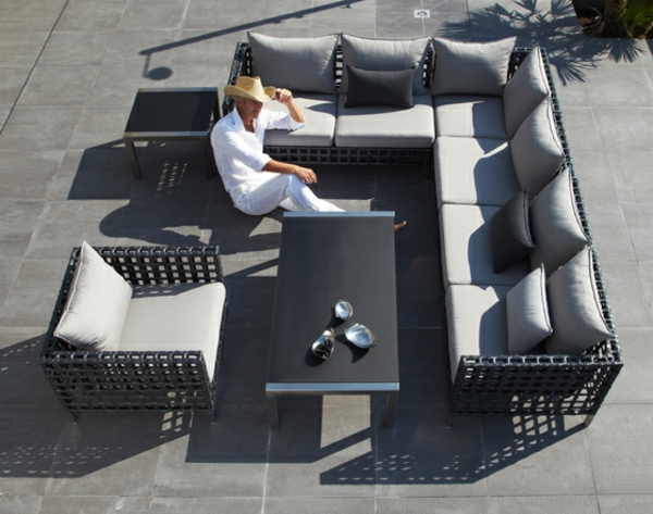balkon-lounge-möbel-moderne-couch