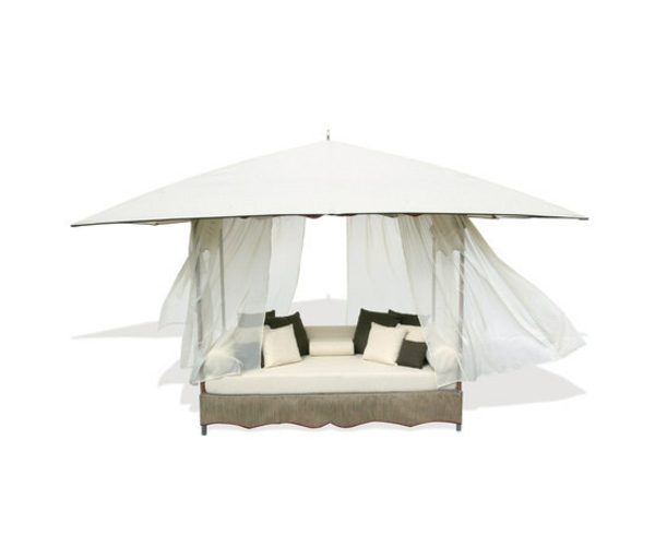 balkon-lounge-möbel-modernes-bett-design-in-weiß