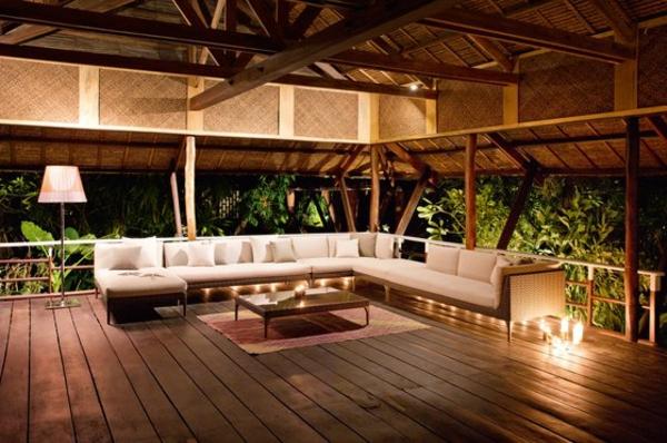 balkon-lounge-möbel-sofa-draußen-gestellt