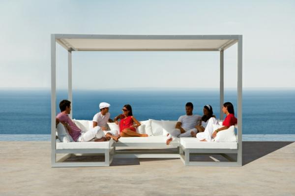 balkon-lounge-möbel-super-großes-bett