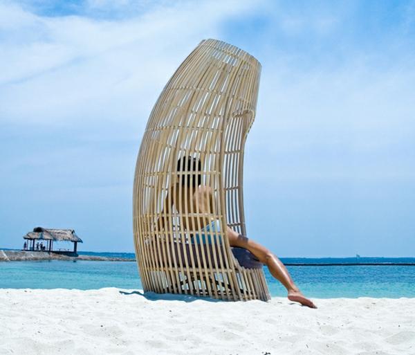 balkon-lounge-möbel-wunderschöner-stuhl-am-strand