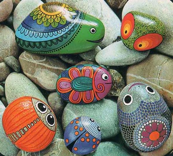 bemalte-Steinen-als-Dekoration-für-den-Garten-Ideen