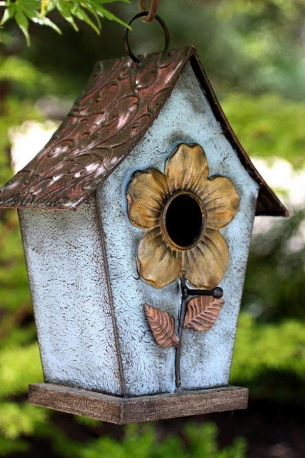bemaltes-Futterhaus-für-Vogel-aus-Holz-machen