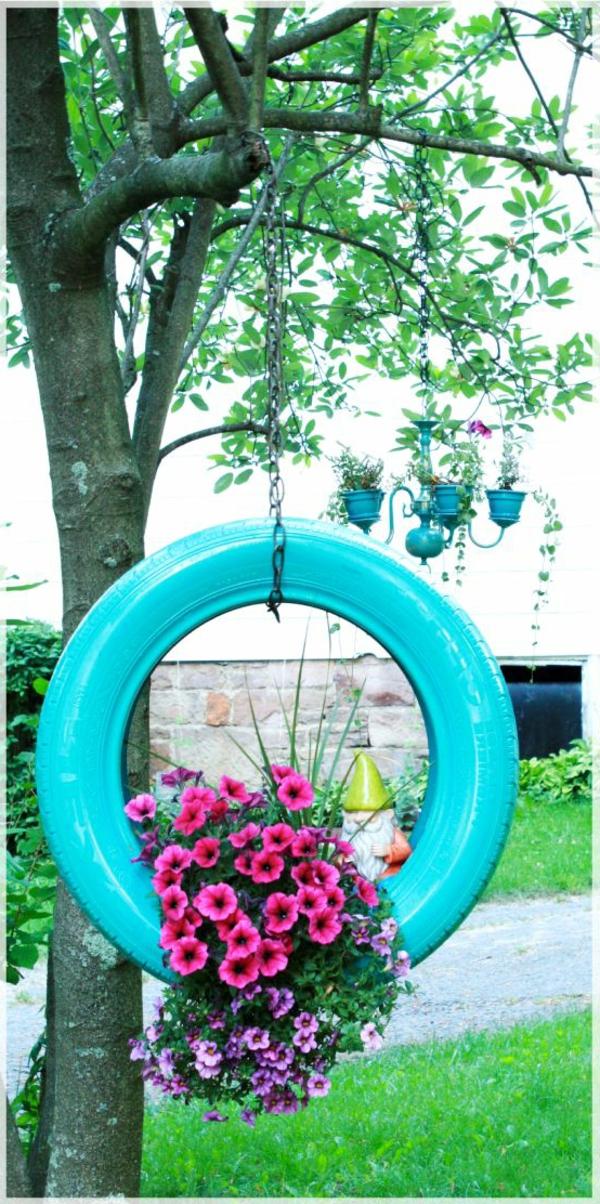 blauer-reifen-blumen-gartendesign-idee