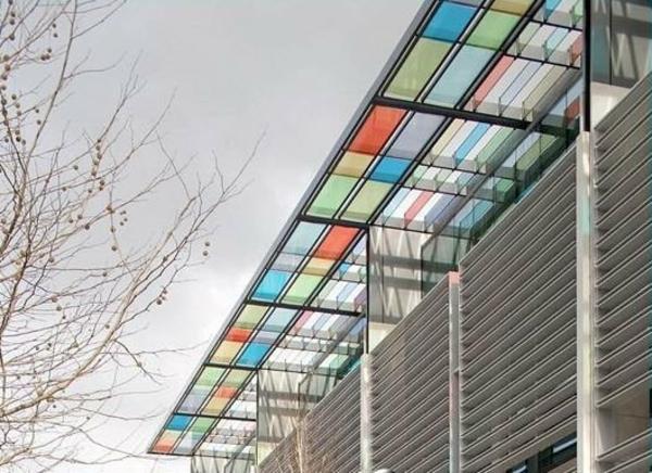 Effektvolle ideen für eine Überdachung aus glas   archzine.net