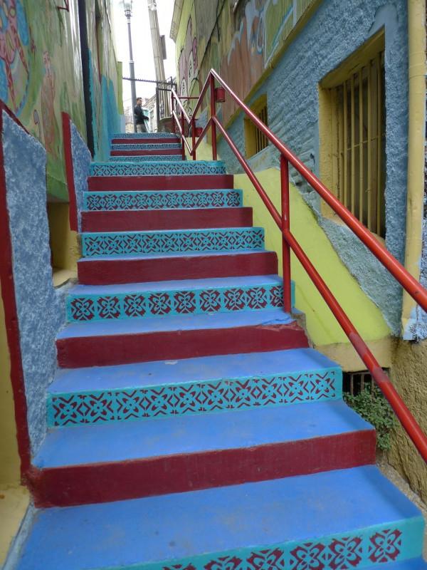 schöne-bunten-treppen-blau_rot_gelb