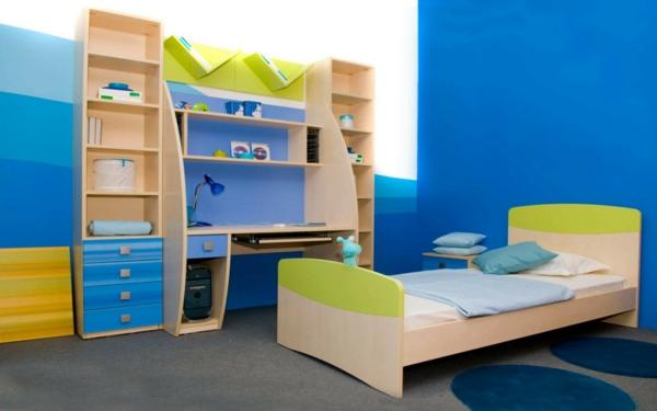 buntes-Kinder-Bücherregal-im-Zimmer-Holz