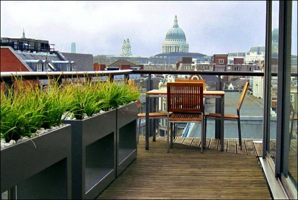 wunderbare-Dachterrasse-gestalten-mit-grünen-Pflanzen