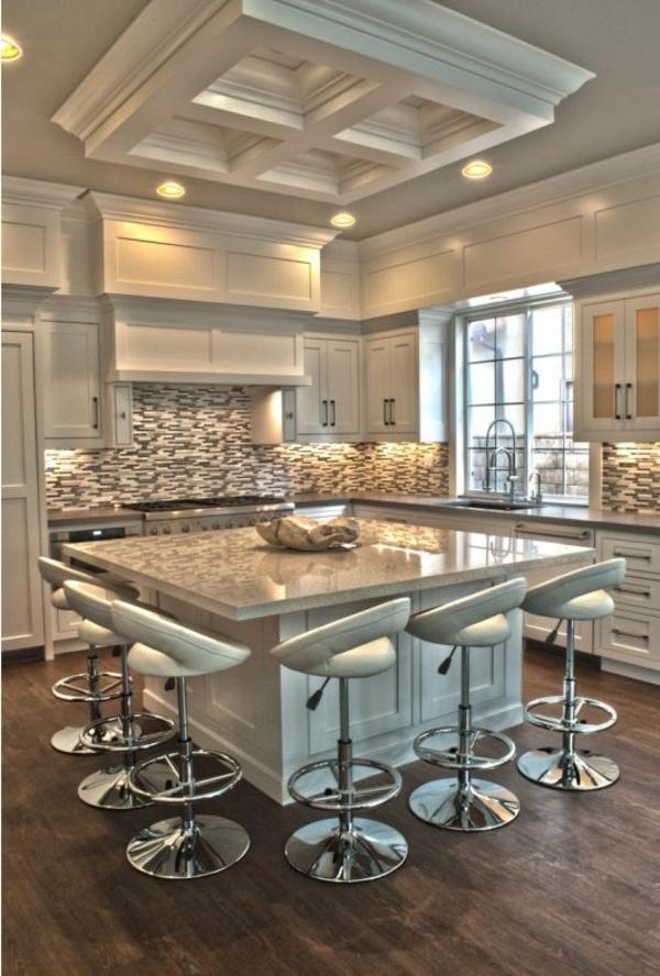coole--Küche-mit-einer-Bar-Interior-Design