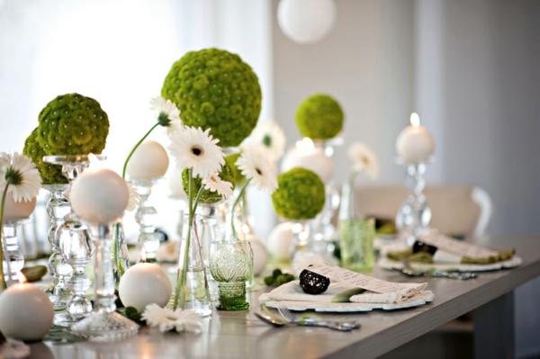 tolle-Tischdekoration-in-grüner-und-weißer-Farbe