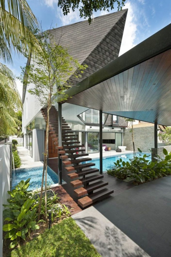 coole-freistehende-außentreppe-mit-holzstufen-designidee
