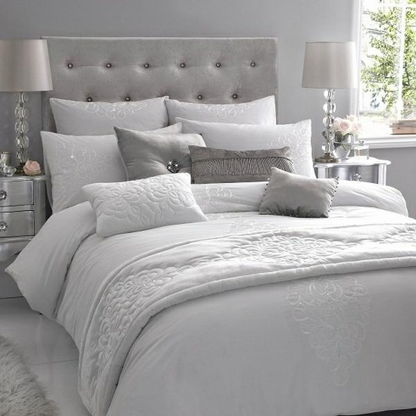 Bett Mit Vielen Kissen – Wohn-design
